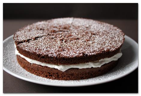 finduk zamanı: vanilyalı ay, tarçınlı yıldız ve fındıklı-vişneli pasta